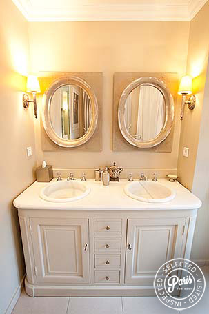 bathroom at Marais Elegance, apartment for rent in Paris, Marais