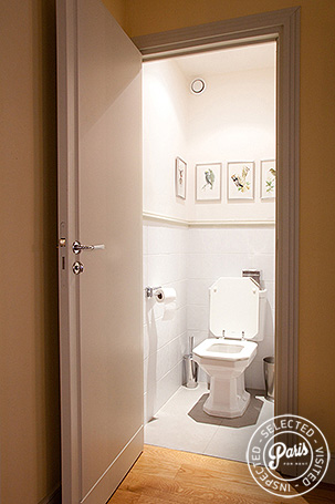 Separate toilet at Marais Elegance, vacation rental in Paris, Marais