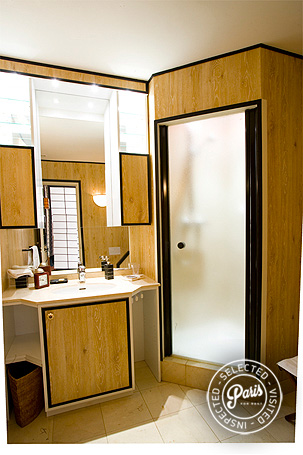 Second bathroom with stand-up shower at Rive Gauche, vacation rental in Paris, Saint Germain