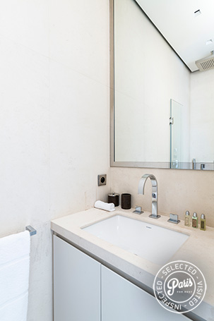 Ensuite bathroom at Elysee Garden, apartment rental in Paris, Champs-Elysées