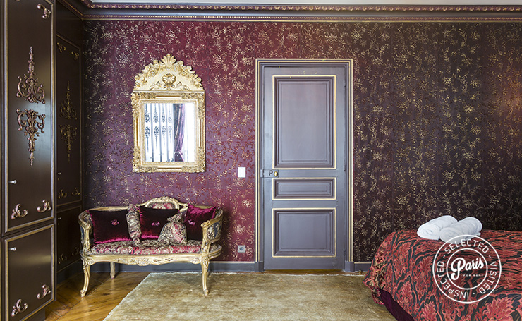 Sumptuous drapery and upholstery at Quai Royal, apartment for rent in Paris, Marais