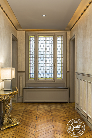 Hall with hardwood floor at Quai Royal, Paris vacation rental, Marais