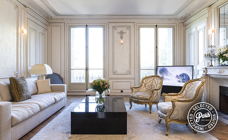 Living room at Quai Royal, apartment for rent in Paris, marais