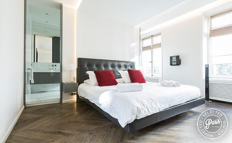 Bedroom with ensuite bathroom at Elysee Garden, apartment rental in Paris, Champs-Elysées