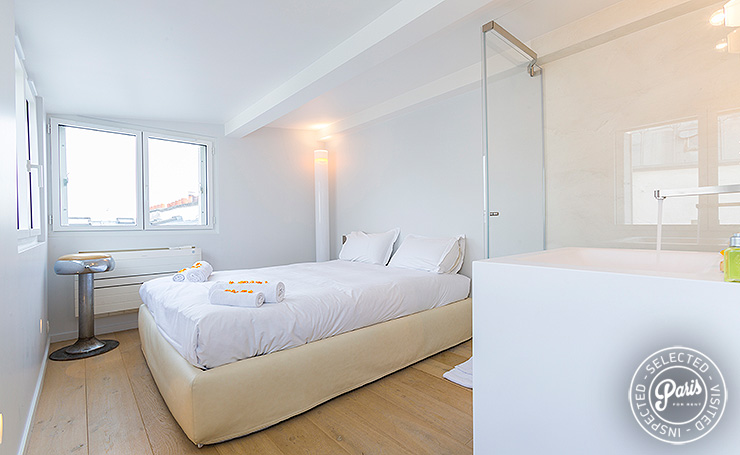 Bedroom with queen size bed at Marais Skyline, vacation rental in Paris, Marais