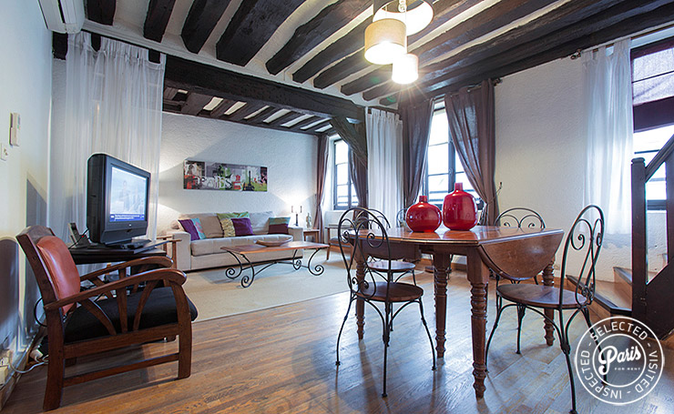 Living and dining at Bourg 2, vacation rental in Paris, Marais