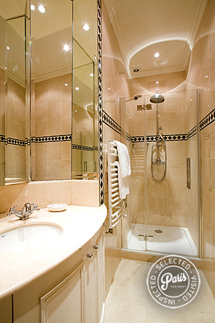 Shower at Trocadero Palace, an apartment for rent in Paris, Champs Elysées