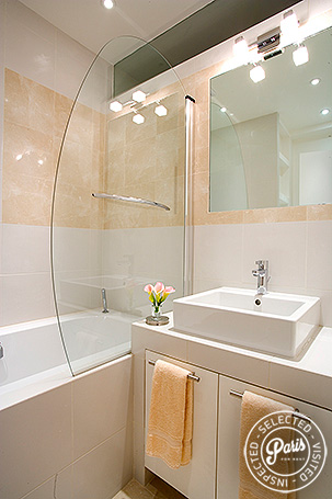 Bathroom with bathtub at Marais Rooftops 2, vacation rental in Paris, Marais