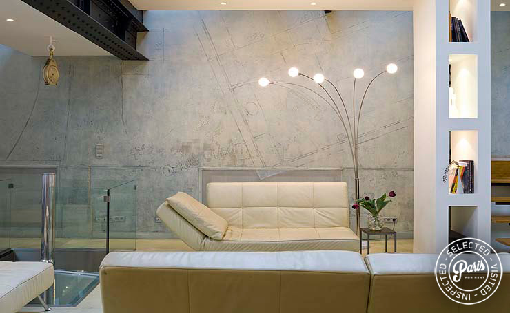 White leather sofa at Movie Loft, Vacation rental in Paris, Opera-Vendome