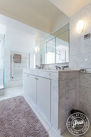 Bathroom at Anjou Palace, apartment for rent in Paris, Madeleine