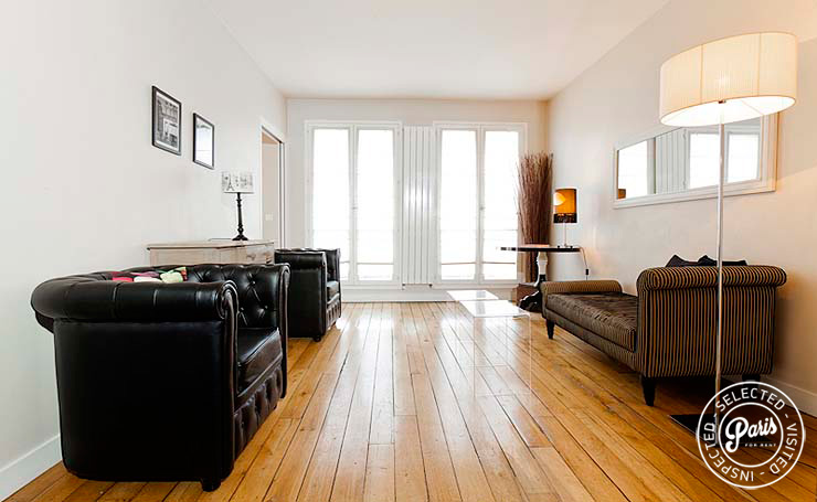 Living area with hardwood floor at Mouffetard 2, vacation rental in Paris, Latin Quarter