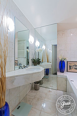 Second bathroom at Anjou Palace, apartment for rent in Paris, Madeleine