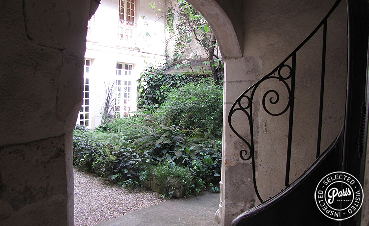 Entrance hall at Quai Notre Dame, apartment for rent in Paris, Latin Quarter