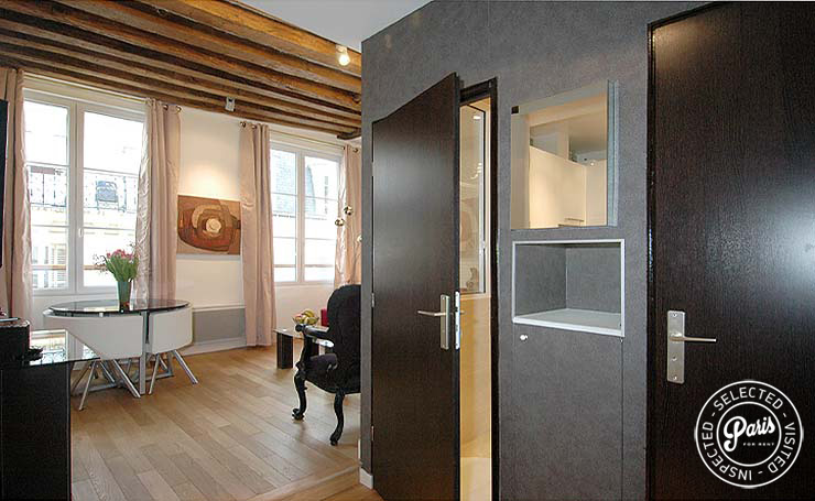 Dining area at Bourg Suite, Paris apartment for rent, Marais