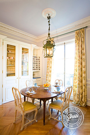Dining room at Trocadero Palace, an apartment for rent in Paris, Champs Elysées