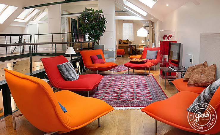 Bright orange seating area at Movie Loft, Paris vacation rental, Opera-Vendome