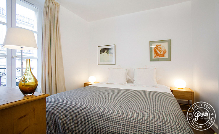 Master bedroom at Seine, apartment for rent in Paris, Saint Germain