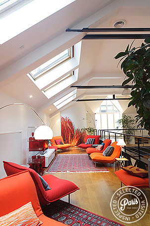 Seating area on upper level at Movie Loft, Paris vacation rental, Opera Vendome