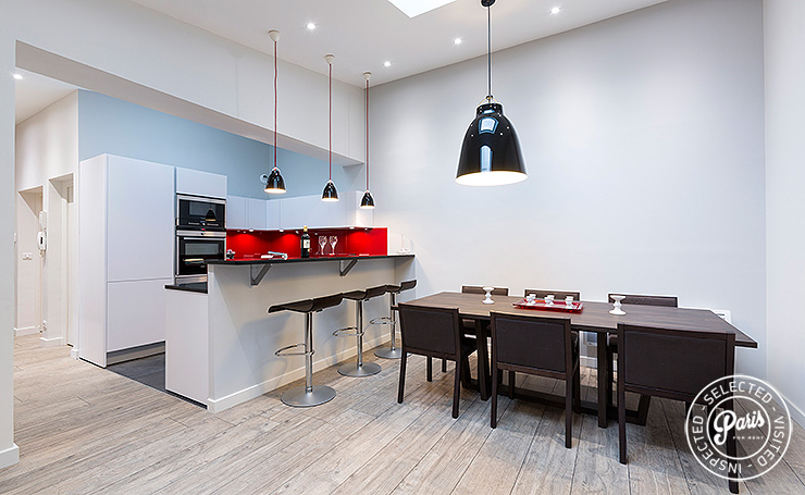 Kitchen and dining area at Marais Sicile, vacation rental in Paris, Marais