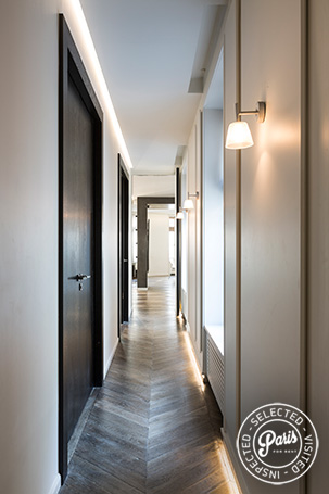 Hall with hardwood floor at Elysee Garden, apartment rental in Paris, Champs-Elysées