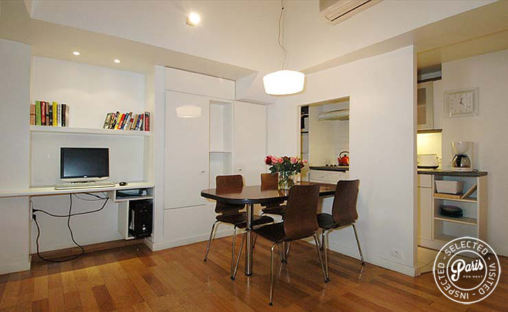Dining area at Place Bourg, vacation rental in Paris, Marais