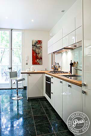 fully equipped kitchen at Pantheon, Paris flat rental, Latin Quarter
