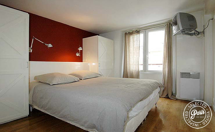 Bedroom at Place Bourg, apartment for rent in Paris, Marais