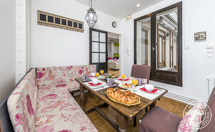breakfast nook in 3 bedroom duplex home in Paris apartment in the heart of Paris Marais district