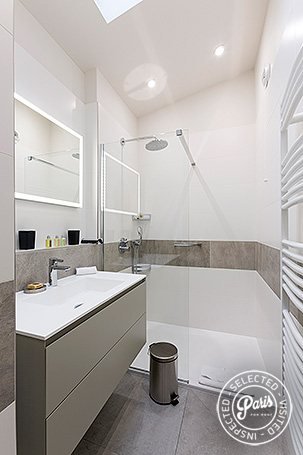 Bathroom with italian shower at Marais Sicile, Paris vacation rental, Marais