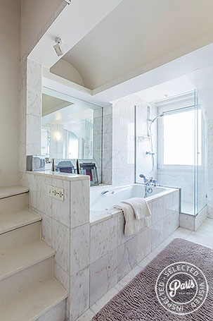 Bathtub and shower in bathroom at Anjou Palace, vacation rental in Paris, Madeleine