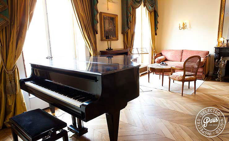 Grand Piano in living room at Pantheon, vacation rental in Paris, Latin Quarter