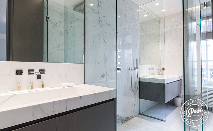 bathroom with Italian shower at Elysee Garden, apartment rental in Paris, Champs-Elysées