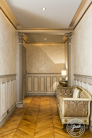 Sofa in entrance hall at Quai Royal, apartment for rent in Paris, Marais